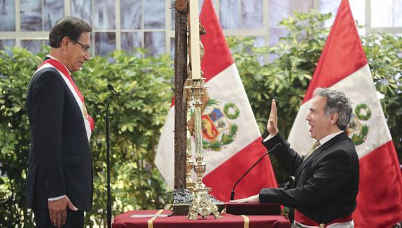 El 3 de octubre de 2019, el tenor lírico Francisco Petrozzi juró como nuevo ministro de Cultura. Dos días antes había respaldado la disolución del Parlamento, donde representó a Fuerza Popular. (Foto: Presidencia de la República)