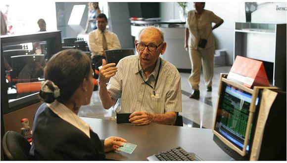 """""""Hoy aproximadamente la mitad de peruanos no tendrá ninguna pensión al cumplir 65 años"""", señala Carolina Trivelli."""