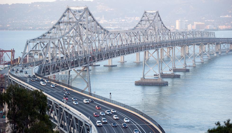 El puente de la Bahía de San Francisco-Oakland es una estructura de acero de 7.200 metros, inaugurado en 1936 luego de tres años de construcción. (Foto: Shutterstock)