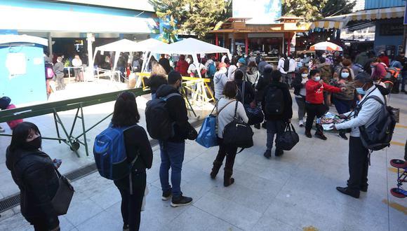 Chile cerró totalmente sus fronteras el pasado abril y hasta ahora obligaba a todo aquel que entraba a cumplir una cuarentena en un hotel sanitario, una medida que se mantendrá para los no vacunados. (Foto de archivo: EFE/ Elvis González)