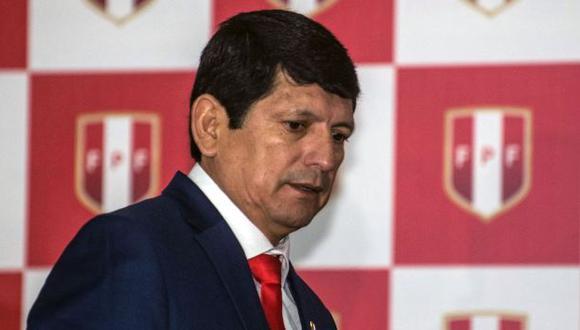 Agustín Lozano asumió el cargo de presidente de la FPF tras la salida de Edwin Oviedo. (Foto: AFP)