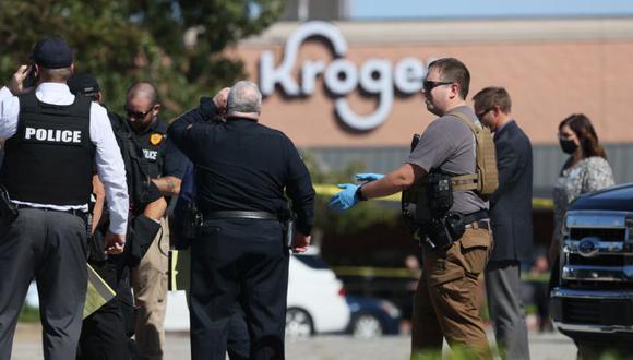 La policía responde a la escena de un tiroteo en una tienda de comestibles Kroger's en Collierville, Tennessee. (Foto: Joe Rondone / The Tennessean vía AP).