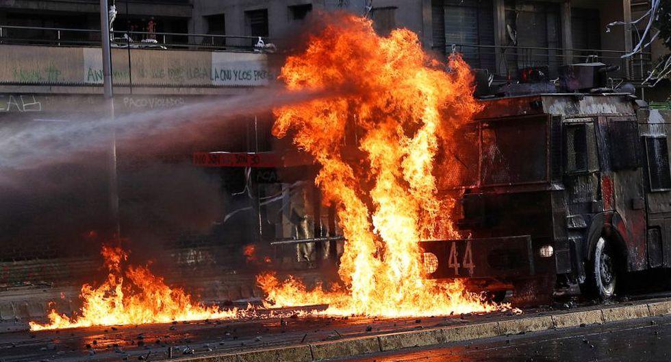 Las barricadas ardiendo en las calles volvieron a aparecer con el transcurso de las horas. (Foto: Reuters)