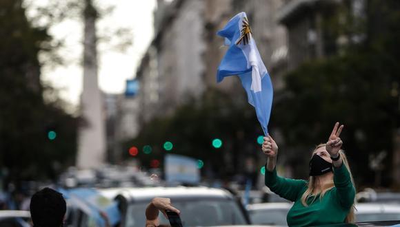 Conozca aquí a cuánto se cotiza el dólar en Argentina este viernes 30 de octubre de 2020. (Foto: EFE)