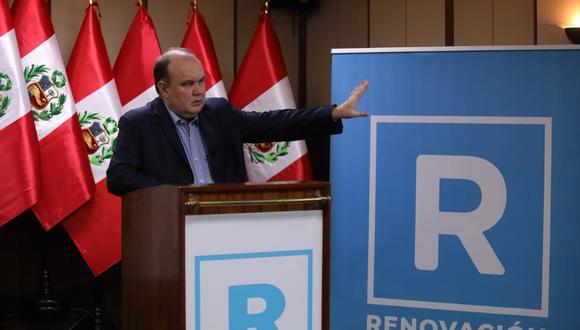 Precandidato presidencial Rafael López Aliaga presentó la refundación de Solidaridad Nacional, que pasará a llamarse Renovación Popular con el color celeste como bandera. (Foto: Britanie Arroyo / @photo.gec)