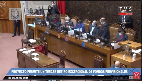 El Senado de Chile aprueba el tercer retiro de fondos de las AFP para paliar la crisis del coronavirus. (Captura de video, 24 Horas).