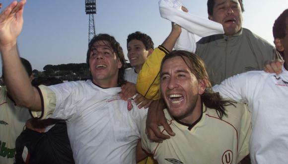 Molina llevó a inicios del 2002 y solo se quedó por el Apertura en la 'U'. En la imagen celebra junto a Vilallonga. (Foto: Archivo GEC)