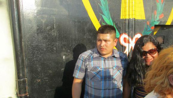 Cerca de las 5 de la tarde, Marcelino Yarlequé cruzó la puerta del penal de Piura (ex Río Seco) y se reencontró con su familia (Foto: cortesía)