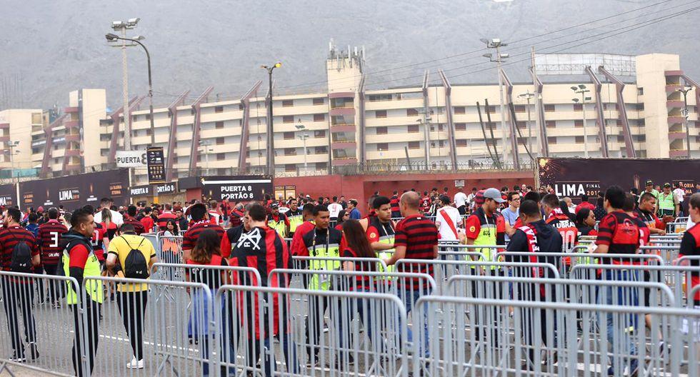 Solo en los alrededores del Estadio Monumental la Policía Nacional destinó 6 mil policías de los 10 mil que se desplegaron en total para los eventos de este sábado. (Foto: Hugo Curotto)