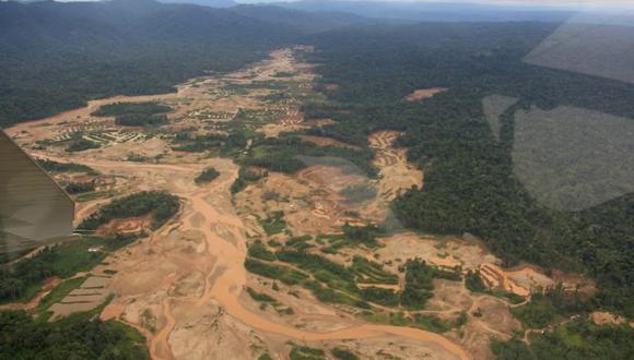 Minería ilegal en la Reserva Nacional Tambopata. Foto: Yvette Sierra Praeli.