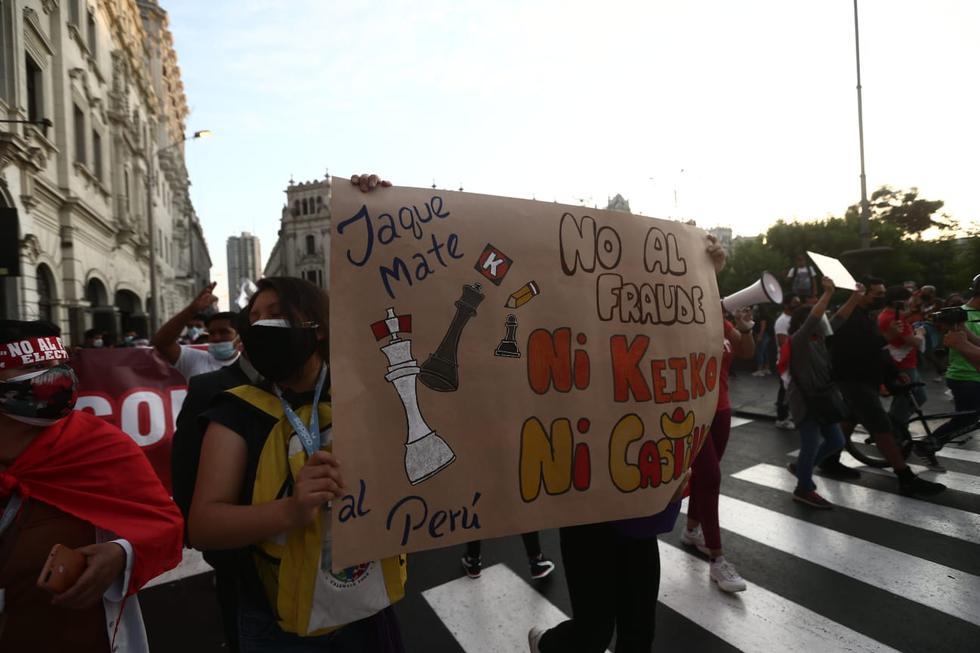 Un gran número de ciudadanos y colectivos sociales marcharon por las calles del Centro de Lima para mostrar su respaldo al voto nulo o blanco en la segunda vuelta de las Elecciones del 2021. (Foto: Jesús Saucedo / @photo.gec)