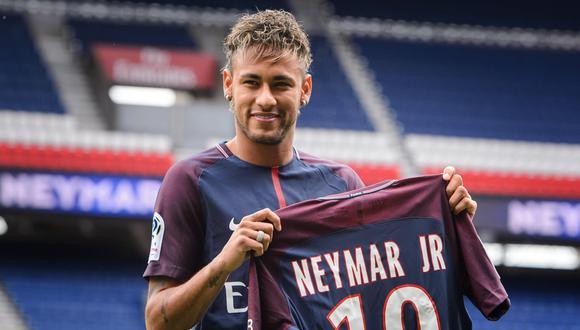 Neymar aseguró que su decisión se basó en los retos y no en el dinero. (Foto: EFE)