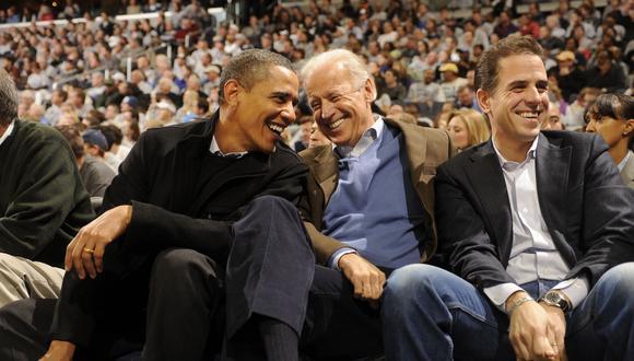 Fotografía del 2010, en donde aparecen Barack Obama, Joe Biden y Hunter Biden. (AFP / Getty)