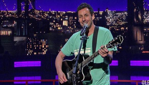Adam Sandler compuso y cantó canción dedicada a David Letterman