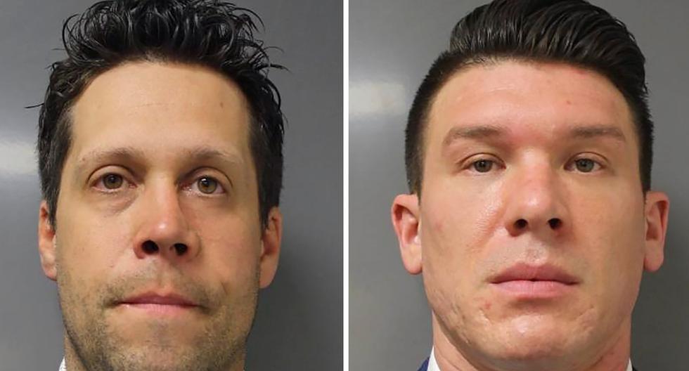 Los agentes de la policía de Buffalo, Aaron Torgalski (izquierda) y Robert McCabe (derecha) posan en una combinación de fotografías proporcionadas por la Oficina del Fiscal del Distrito del Condado de Erie. (Erie County DA/REUTERS).