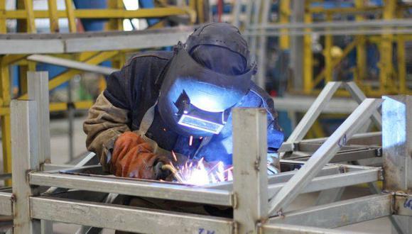 """""""El empleo formal probablemente seguirá creciendo, pero con una fuerza insuficiente como para absorber a los 270 mil jóvenes que entran al mercado laboral cada año buscando trabajo"""", señala Saavedra (Foto: Andina)"""