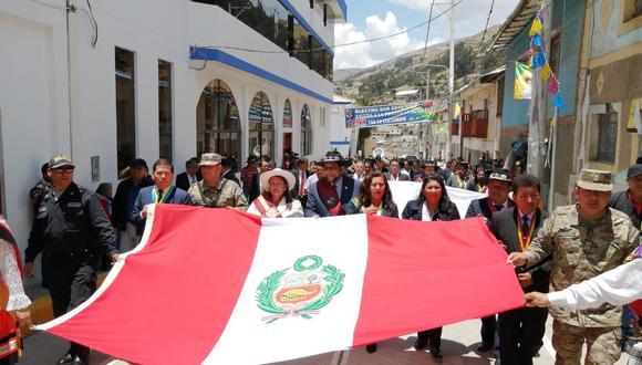 En las actividades se realizó el gran desfile cívico policial y militar, estuvieron presentes las principales autoridades de la región Apurímac. (Foto: Carlos Peña)