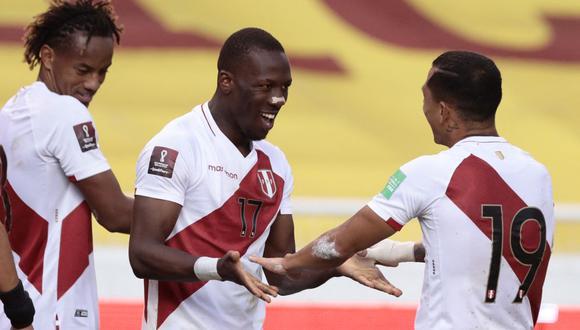 Luis Advíncula anotó el 2-0 de Perú ante Ecuador en Quito. (Foto: AFP)