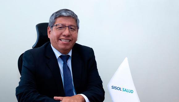 Carlos Contreras Ríos (53) es médico cirujano de la UPCH y se desempeñaba como gerente de Desarrollo Social y presidente de directorio de Sisol Salud de la Municipalidad de Lima.
