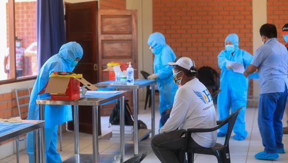Los 67 pescadores artesanales que partieron rumbo a Piura tras permanecer 25 días varados en Lima pasaron por pruebas rápidas de COVID-19. (Foto: Difusión)