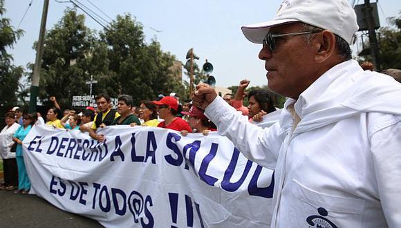 Defensoría pide consenso para terminar la huelga médica