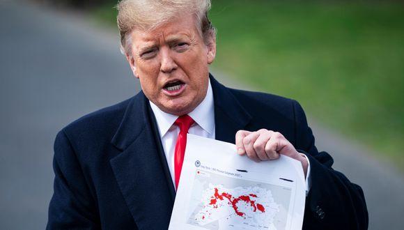 Donald Trump mostró un mapa que compara el territorio controlado por el Estado Islámico en Irak y Siria el día en que fue elegido, con ese mismo territorio hoy en día. (EFE).