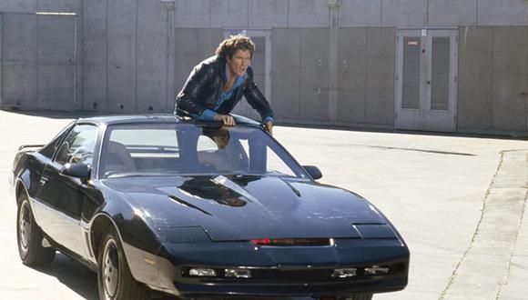 David Hasselhoff protagonizó en los años 80 esta serie sobre un automóvil inteligente (Foto: Knight Rider / NBC)