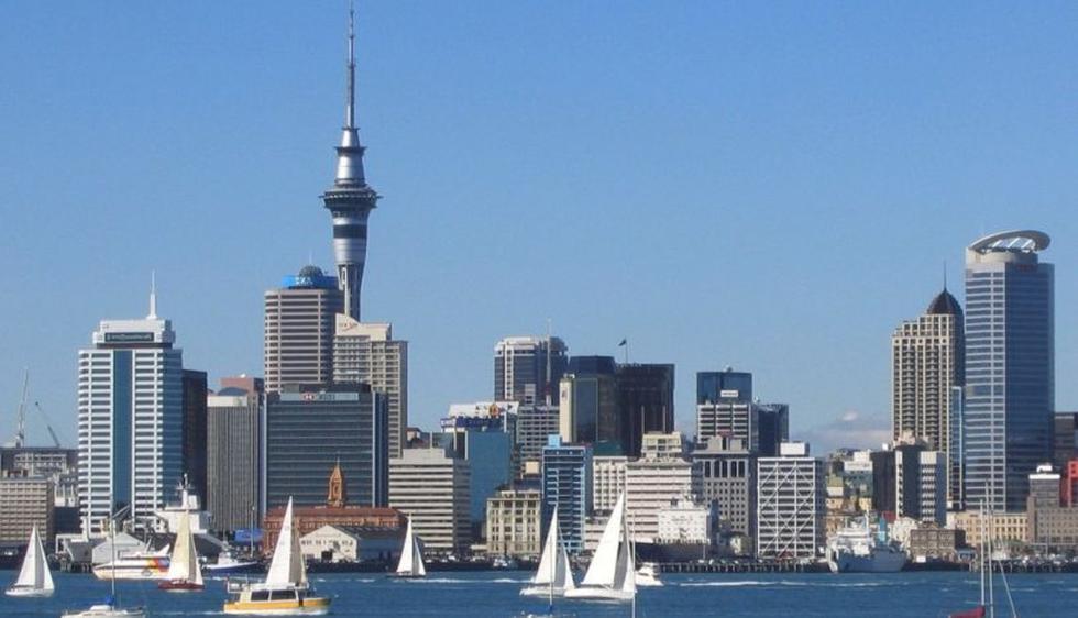 La mayor parte de peruanos en Nueva Zelanda está en la ciudad de Auckland, que es la más poblada y la capital económica de Nueva Zelanda. También hay peruanos en la misma ciudad de Wellington. (Internet)