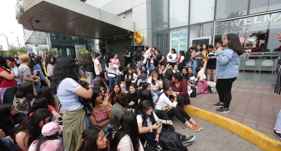 Shawn Mendes está en Lima y sus fans lo esperaron frente a su hotel en Miraflores. Foto: Anthony Niño de Guzmán/ El Comercio.