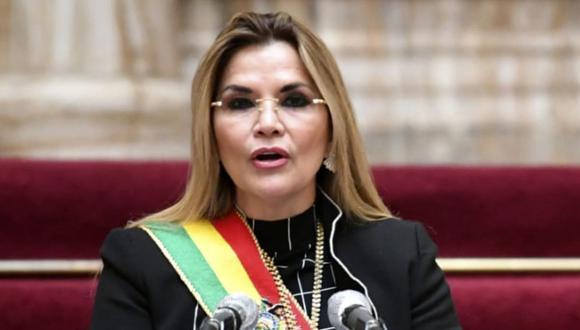 Jeanine Áñez pronuncia un discurso por el 195 aniversario de la Independencia de Bolivia el 6 de agosto de 2020. (Foto: AFP).
