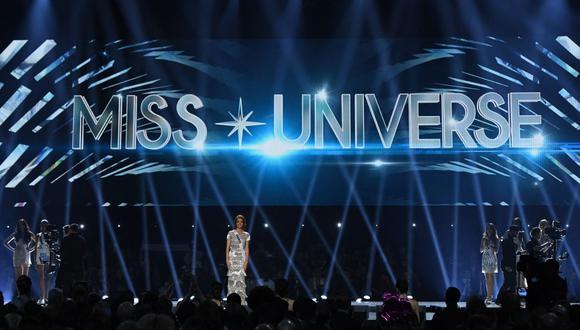 El concurso de belleza Miss Universo tuvo que ser postergado varios meses debido a la pandemia del coronavirus. En la imagen la Miss Francia 2019 Maëva Coucke desfila en el certamen. (Foto: Valerie Macon / AFP)