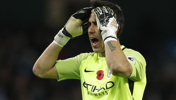 "Pep Guardiola, director técnico del Manchester City, llenó de elogios a Claudio Bravo. Aseguró que ""nunca dudó de sus capacidades"". Aunque eso no impidió que fichara a otro guardameta. (Foto: AFP)"