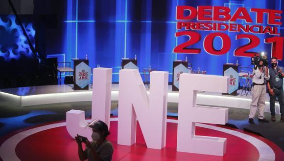 Los debates organizados por el Jurado Nacional de Elecciones (JNE) se realizarán los dos últimos domingos de mayo, antes de la segunda vuelta del 6 de junio | Foto: El Comercio / Referencial