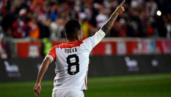 Perú vs. Paraguay: 'Un disparo notable', así narró el golazo de Christian Cueva el país 'albirrojo' | VIDEO. (Foto: AFP)