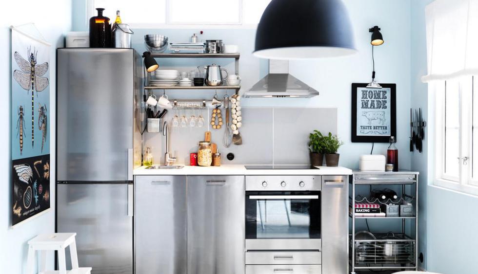 En un ambiente pequeño, el mueble bajo puede llegar a tener una profundidad de 50 cm, para que albergue sin problemas los insumos y accesorios de cocina. (Foto: IKEA)