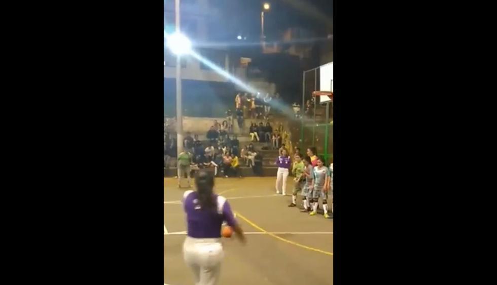 En Facebook fue publicado el video de un torneo amateur de mujeres con este fantástico golazo de 'Rabona'. Las reacciones del público en redes sociales volvió viral al clip audiovisual. (Foto: captura)