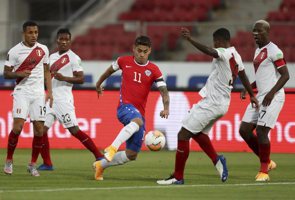 La selección peruana buscó el dominio sobre los primeros minutos; sin embargo, Chile salió mucho más preciso.