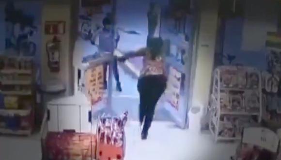 Los últimos momentos de Victoria Esperanza Salazar al interior de una tienda Oxxo en Tulum, México.