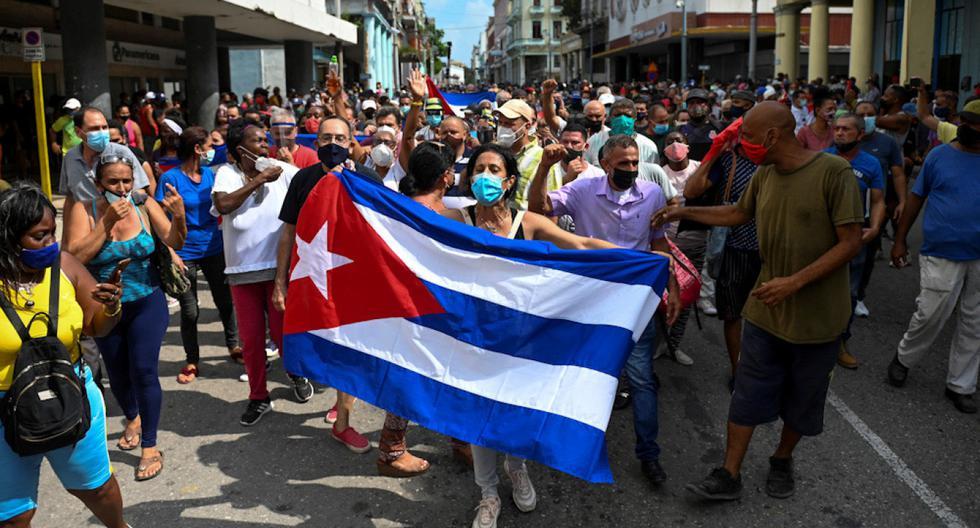 Miles de ciudadanos protagonizaron históricas marchas en Cuba el domingo. (Foto: AFP)