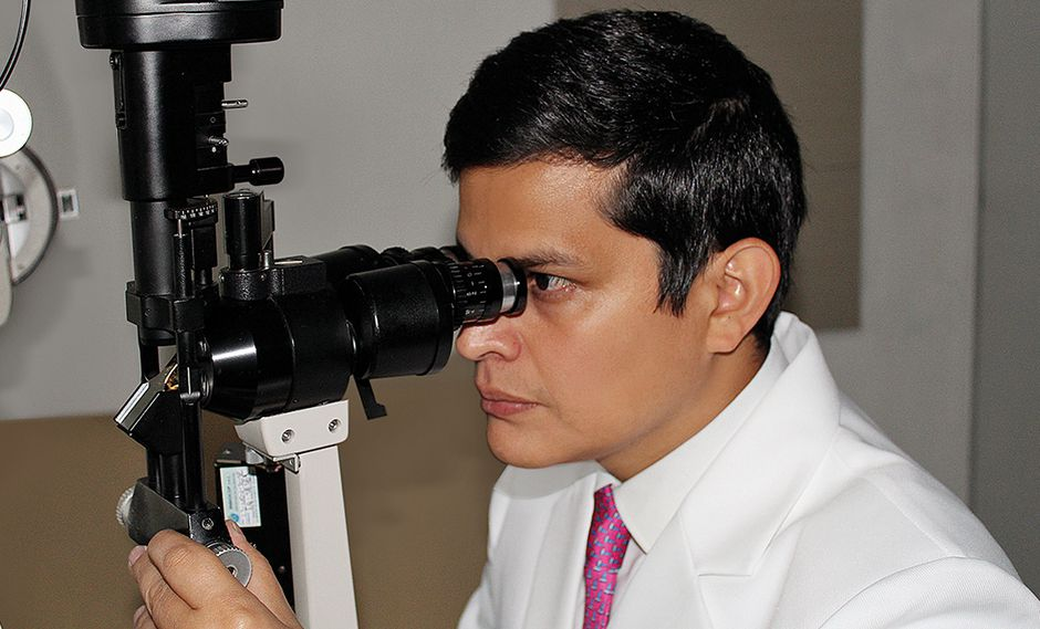 Tiene 36 años, nació en San Isidro, estudió en la Universidad San Martín de Porres.