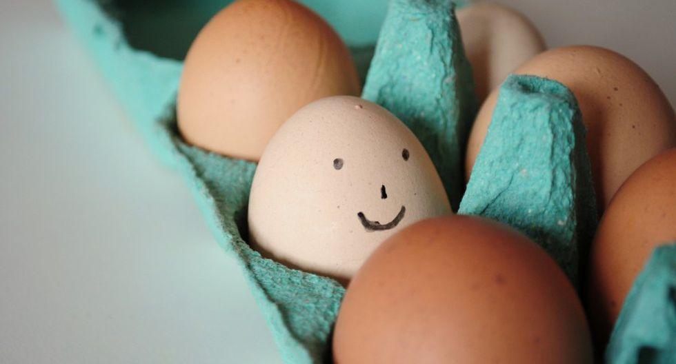 La osado chico logró comer (¡Dios mío!) 42 huevos duros antes de colapsar. Fue llevado a un hospital, pero ya era inútil. (Facebook Viral)