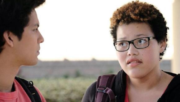 """Aisha comenzó en """"Cobra Kai"""" como la amiga de la infancia separada de Samantha LaRusso (Mary Mouser) (Foto: Netflix)"""