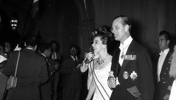 Lima, 21 de febrero de 1962. El duque de Edimburgo en una de las recepciones protocolares que la colonia británica organizó en honor a su vista al Perú. (Foto: GEC Archivo Histórico)