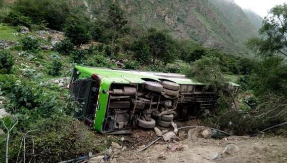 Áncash: un fallecido y 20 heridos tras caída de bus a un abismo en Bolognesi