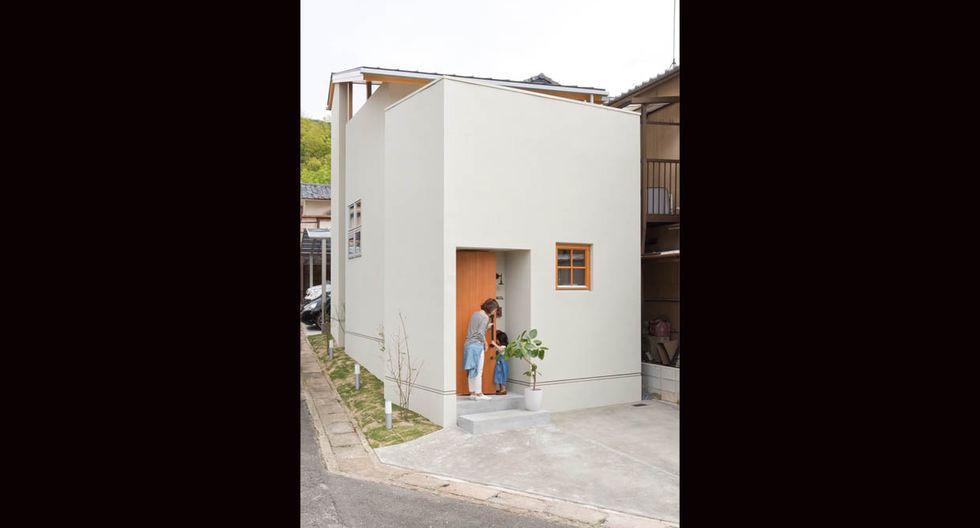 La casa se encuentra en una zona residencial de Kioto, Japón, donde están prohibidas las áreas verdes. (Fuji-shokai, Masahiko Nishida / alts-design.com)