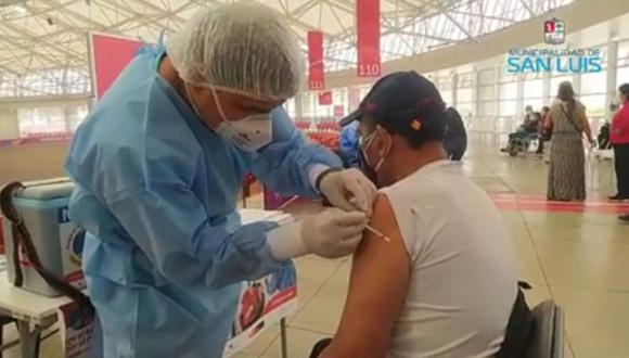 Hugo Sotil recibió la primera dosis de la vacuna contra el coronavirus. (Captura: Municipal de San Luis)