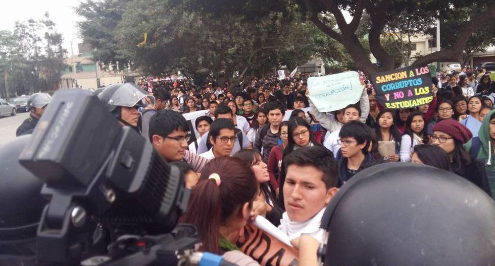 Surco: alumnos de universidad Villarreal marcharon a la Sunedu - 9