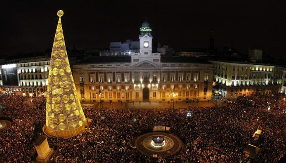 Esta imagen de cada Nochevieja en Madrid no se repetirá durante el 31 de diciembre 2020, la pandemia del nuevo coronavirus ha trastocado varias costumbres en el mundo. (Foto: EFE)