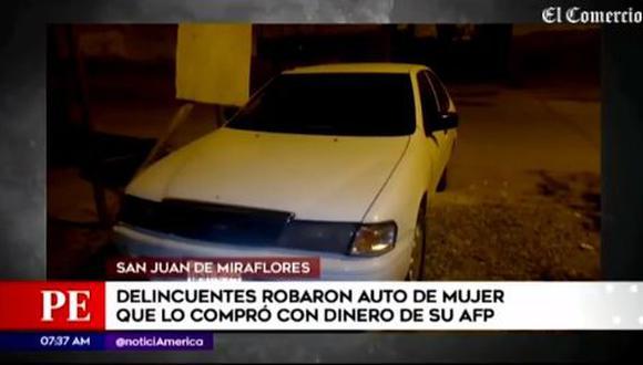 Auto fue robado en los exteriores de su casa, y solo le dejaron el parachoque. La agraviada contó que el vehículo era usado para trabajar de forma independiente transportando balones de oxígeno. (Foto: captura de América TV)