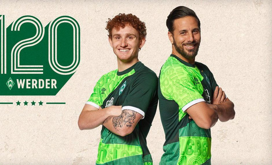 Werder Bremen presentó a lo grande su camiseta especial por los 120 años y  Claudio Pizarro fue uno de los modelos. (Foto: Werder Bremen).